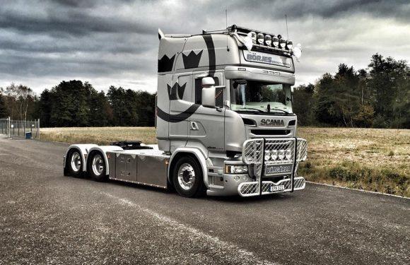 На выставку «БАМАП-2017» Volvo Trucks привезет грузовик с элементами шведской символики