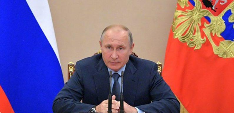 Путин: нефтяники ничего не теряют на стабилизации цен на топливо