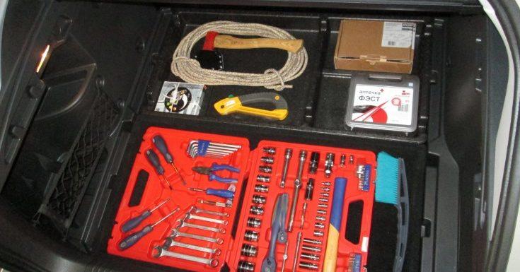 Необходимые аксессуары в салоне и багажнике