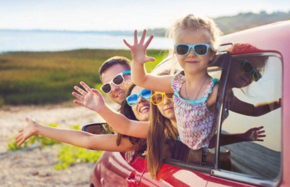 Чем занять ребёнка в машине: полезные лайфхаки